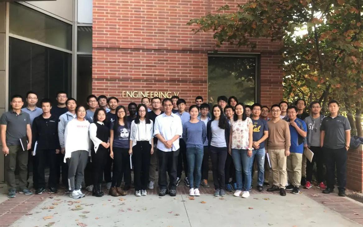 八次打破世界纪录,培养四十余位青年教授,UCLA杨阳:伯乐如何打造千里马